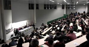 Acto convocado por los huelguistas de la Universidad de París 8 reunió a 250 personas