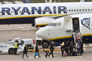 Trabajadores de Ryanair comienzan huelga indefinida en Madrid