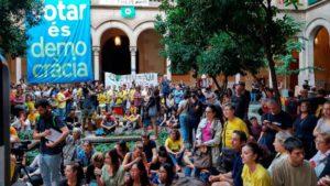 """La comunidad educativa contra la represión: """"El maestro que lucha también está educando"""""""