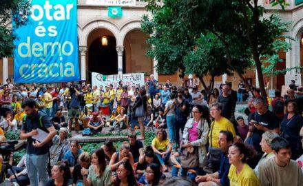 La comunidad educativa contra la represión: