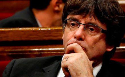 Vergonzosa capitulación de Puigdemont y la dirección del procés