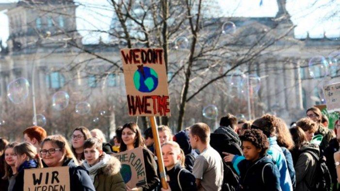 ¡Hacia la huelga del 15 de Marzo! ¡Que la crisis ambiental la paguen los capitalistas!